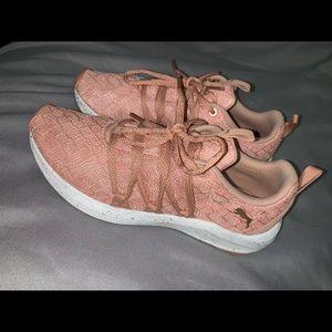Women's size 7 Puma Tennis Shoes